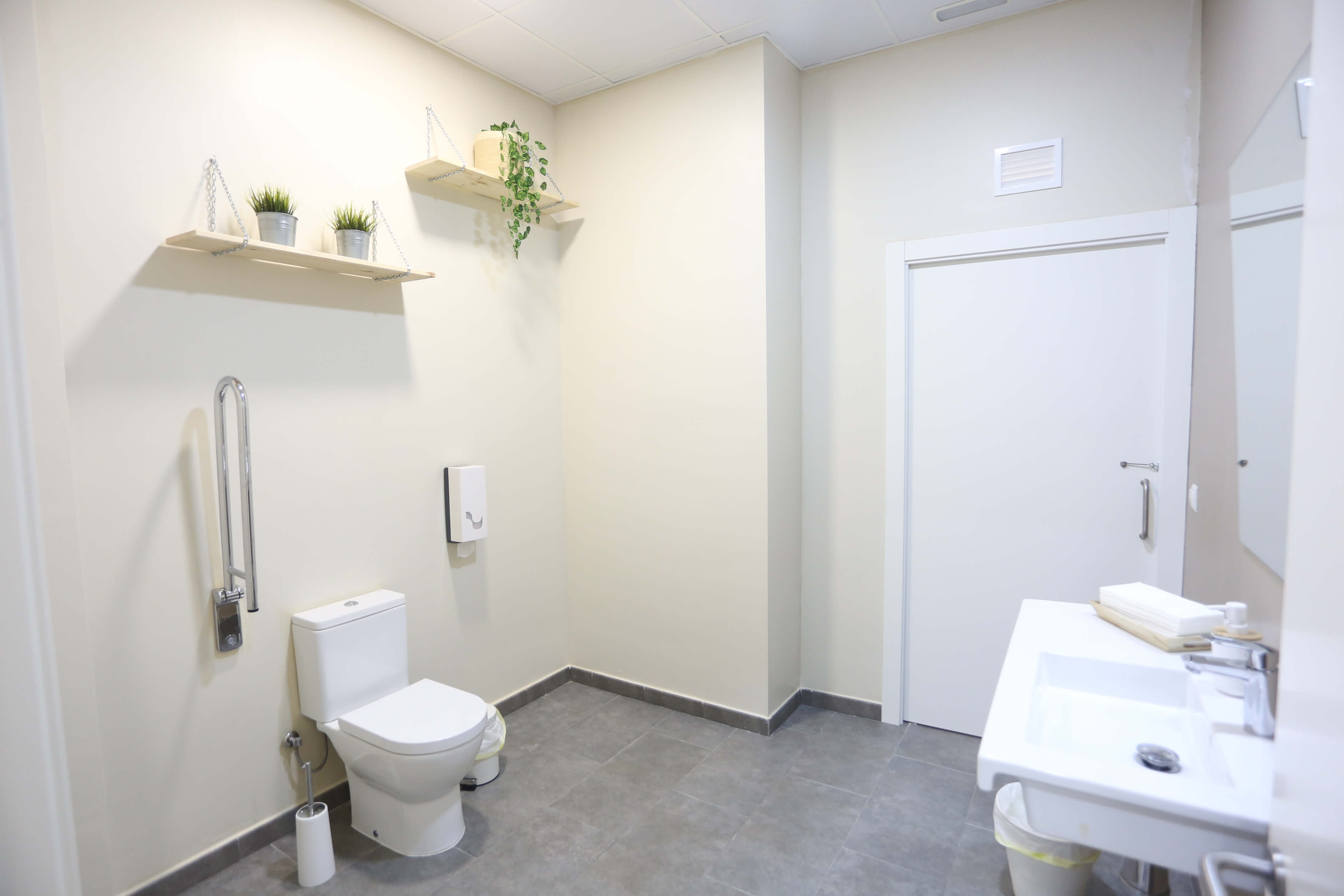 Detall dels accessoris d'higiene que pots trobar als banys de les nostres instal·lacions